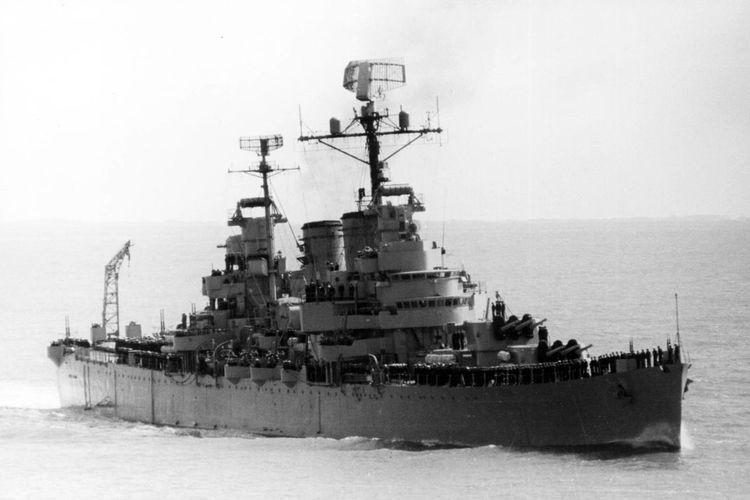 El Crucero General Belgrano fue hundido del 2 de Mayo de 1982 llevándose consigo la vida de 323 marineros. Allí Sergio y Héctor lograron sobrevivir en su balsa en las frías aguas del Atlántico Sur por muchas horas hasta que fueron rescatados. Foto: Agencia