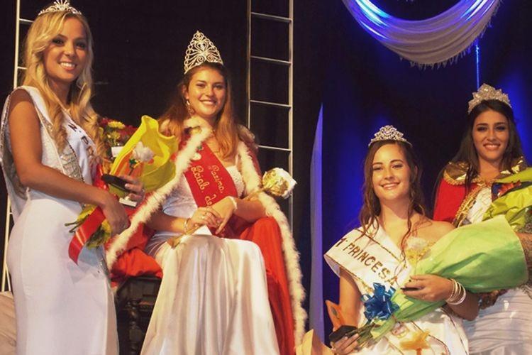 Cazzaniga nueva Reina Provincial y Nacional del Algodón, estuvo acompañada por Danisa Wellig, (Virreina); Ileana Moschen y Maira Arraga (Primera y Segunda princesa). Foto: Municipalidad de Esperanza