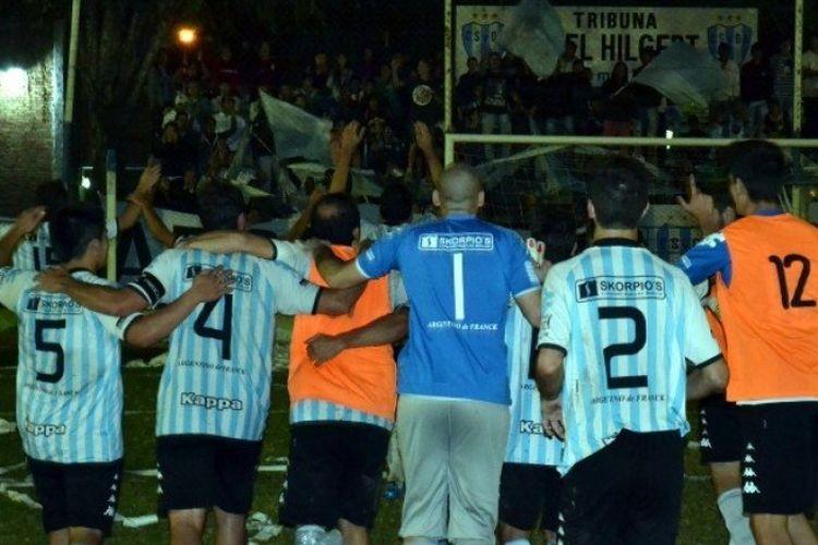 """En la segunda etapa, Argentino golpeó rapidamente. A los 18 minutos nuevamente Barco logró convertir y el """"Tino"""" comenzó a cerrar la serie en la que siempre fue superior a su rival. Foto: FM Spacio"""