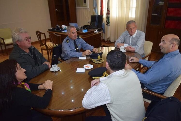 Durante la extensa reunión, cada una de las partes expuso sus inquietudes a los efectos de consensuar acciones futuras en beneficio de toda la comunidad. Foto: Gobierno de San Carlos Centro