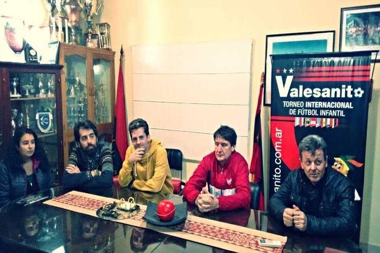 Loredana Catalano, Franco Arnold y David Luggen estuvieron presentes recorriendo las instalaciones, acompañados por Luis Susmann, Jefe de Cancilleria en la Embajada de Argentina en Suiza. Foto: Gentileza