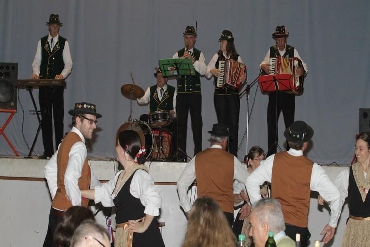 En cuanto a la parte musical actuarán los cuerpo de Baile Infantil Angelitos Alpinos y de Adultos Schweizer Blumen. Además del evento participará también la Reina de la institución Sabrina Ambort y la Embajadora Fátima Donnet. Foto: Archivo