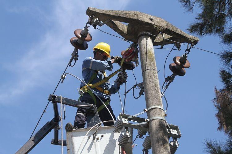 """En este sentido desde el Ejecutivo comunal agregaron que la culminación de estas obras """"permitirá reducir notablemente los episodios de corte de luz y de cables, además de las caídas de postes"""". Foto: Archivo"""