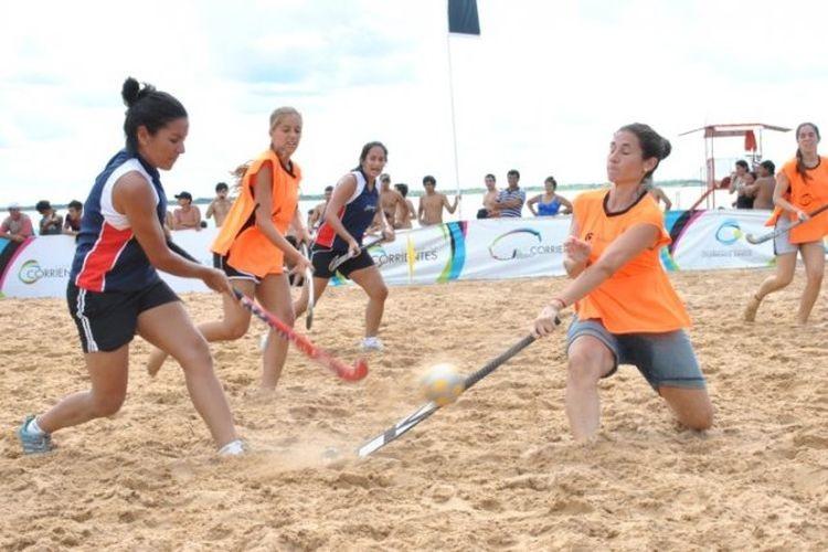 Forwards club organiza para el sábado 20 de enero, a partir de las 16, el Beach Rugby y Hockey, en el Parador Laguna Beach, avenida Costanera y Regis Martínez. Foto: Agencia