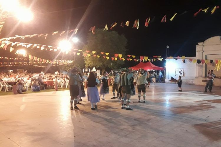 La 7ma. Fiesta Alemana de Verano, contó con una gran variedad de comidas típicas alemanas, juegos y la tradicional ceremonia del Maikranz, junto a cervezas de barril rubia y de trigo. Foto: Unión Alemana