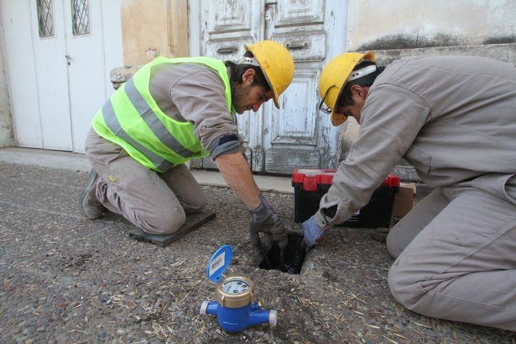 """""""Estamos satisfechos de seguir aportando equipos para ampliar la medición en las localidades. Como es una prioridad para la provincia el servicio de agua potable, también lo es la medición del consumo"""", sostuvo Airaldo. Foto: El Litoral"""