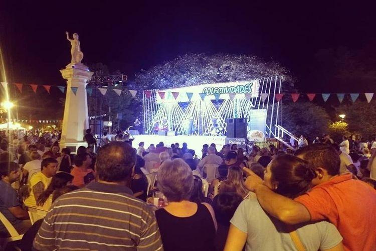 El evento que reúne las costumbres de todas partes del mundo y las une en un solo lugar a través del baile y las comidas, se realizó este fin de semana en la plaza Libertad. Foto: Gentileza Julio Blatter