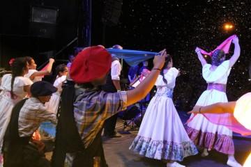 De la actividad que se desarrollará este viernes en la Sala del Tiro Federal, a partir de las 21.30 horas participarán grandes artistas de la región, en una noche para bailar y compartir buena música. Foto: Manuel Fabatía