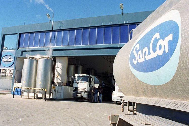 En la actualidad, SanCor funciona con 2.700 trabajadores, 40 por ciento menos que los 5.100 que tenía a finales de 2016. Opera con una recepción de leche de un millón de litros diarios, muy lejos de los 3,5 millones que llegó a procesar antes de la crisis. Foto: Archivo