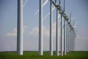 """Vale destacar que para instalar las turbinas, hay que contar con mediciones y tener regulaciones estrictas que se cumplan por una cuestión de seguros y de garantías de funcionamiento de estos equipos. """"Hay uno pensado para el sur provincial y otro para el centro, que estaría ubicado en el departamento Las Colonias -con distintas dimensiones-. Serían los dos primeros pasos que la provincia daría en la generación eólica en esta gestión"""". Foto: Agencia/La Capital"""