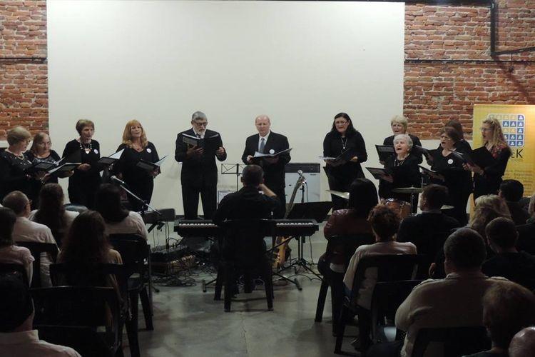 """La Agrupación Cantares lleva más de treinta años y esta presentación """"Cantares Ambulantes"""" se desarrolla a través del programa del Ministerio de Innovación y Cultura del Gobierno de la Provincia de Santa Fe. Foto: Comuna"""