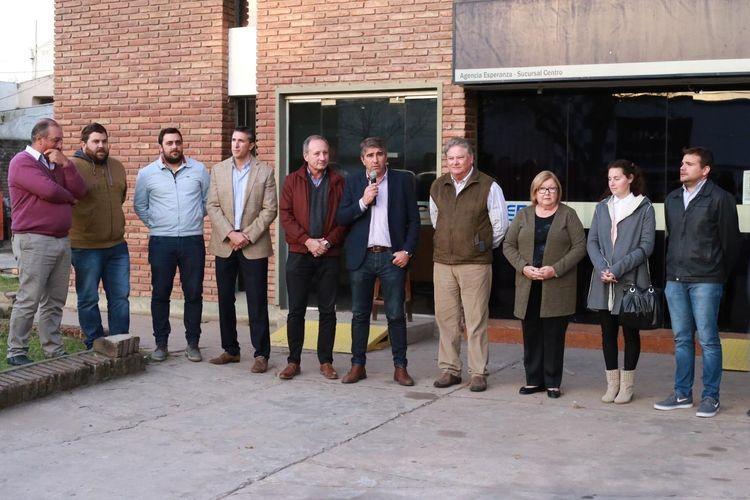 Al acto asistieron personal de la Sucursal Centro, directivos de la empresa y autoridades locales y de la región. Foto: Gobierno