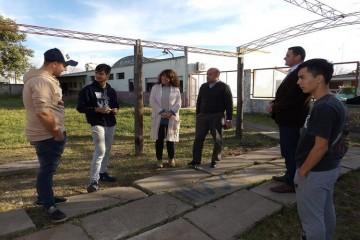 El objetivo de la recorrida fue avanzar en la llegada de recursos del Estado provincial, para obras edilicias en ambas escuelas. Foto: Gobierno de Santa Fe