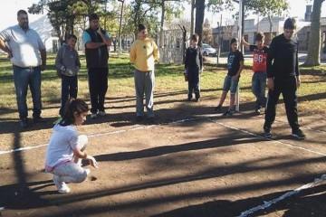 El certamen cuenta con competencias locales, luego regionales y la gran final que será en la ciudad de San Jorge (en septiembre) posibilitando que los participantes recorran la primera fábrica argentina de Bolitas de Cristal. Foto: Agencia