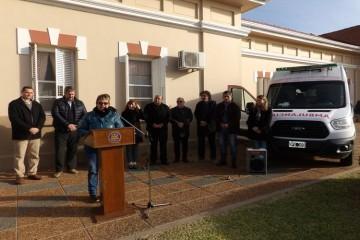 Luego las autoridades se dirigieron a la localidad de Pilar donde hizo entrega de una ambulancia refuncionalizada para emergencia y traslado al equipo SIES 107, con el fin de reforzar la red en esa región del departamento Las Colonias. Foto: Gobierno