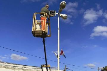 Entre las ventajas de esta tecnología están el mínimo costo de mantenimiento y el doble de vida operativa entre 4 y 5 veces mayor que una lámpara de sodio. Foto: Comuna