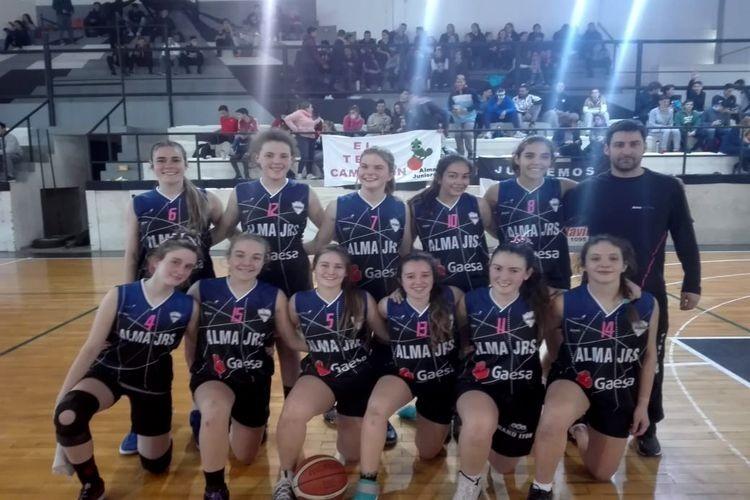 Las Camaleonas derrotaron a las Águilas por 52 a 17 con 11 puntos de Paulina Villanueva en la división U17. Foto: Gentileza