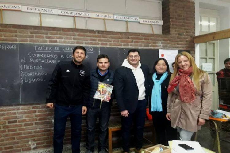 Los funcionarios fueron recibidos por la coordinadora regional Carina Juarez y la docente Marcela Andereggen. Foto: Comuna