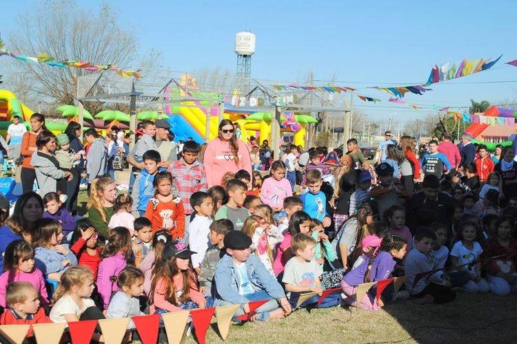 Más de 200 chicos disfrutaron, en familia, de una tarde de mucha alegría y diversión. Foto: Comuna