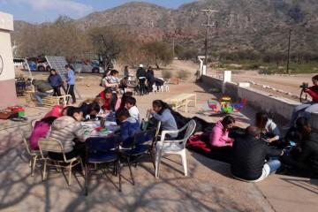 """Tras 12 horas de viaje y más de 800 kilómetros recorridos, la delegación integrada por 26 jóvenes y siete docentes, arribó a la escuela """"Juan Ramón Carrizo"""". Foto: El Litoral"""