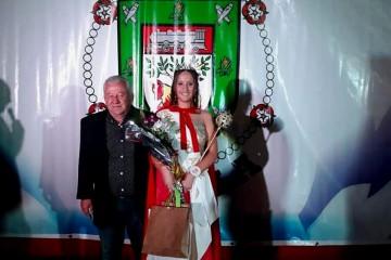 Allí Luz Rodríguez, oriunda de la localidad de Sarmiento fue coronada como nueva soberana de la fiesta. Foto: Comuna