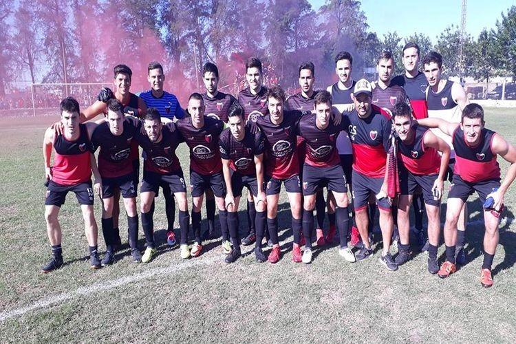 Final 1 a 1 y gran festejo Rojinegro. La máxima Copa de la Liga Esperancina, viaja hacia San Carlos Centro. Foto: La Noticia Primero