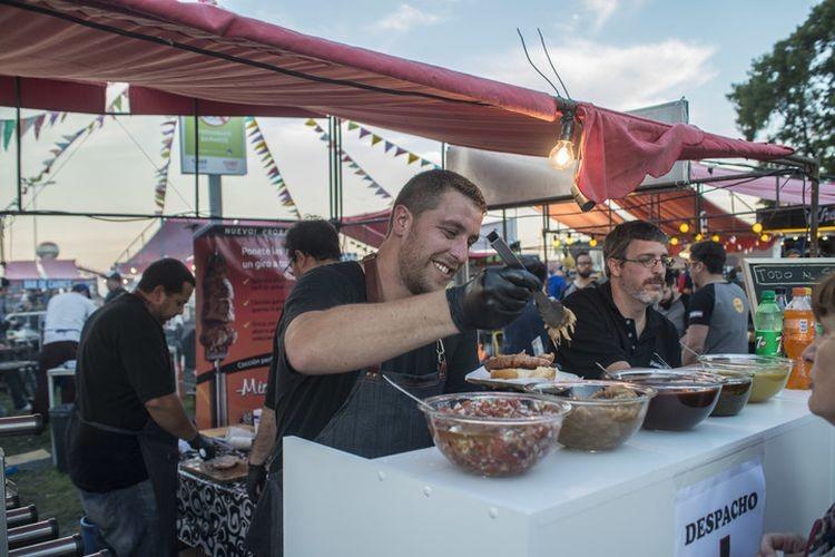 Como es tradición, en el evento se podrá degustar un clásico choripán, preparado con chorizos artesanales, en sus distintas variedades. Además, habrá servicio de bar, chopp y comidas al paso. Fotos: Agencia