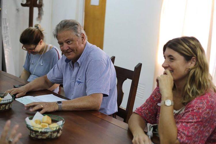 En diálogo con la prensa, Fascendini anunció que la construcción de la nueva escuela secundaria del Barrio La Orilla tiene un avance del 45% y estimamos su finalización para el mes de junio. Foto: Gobierno