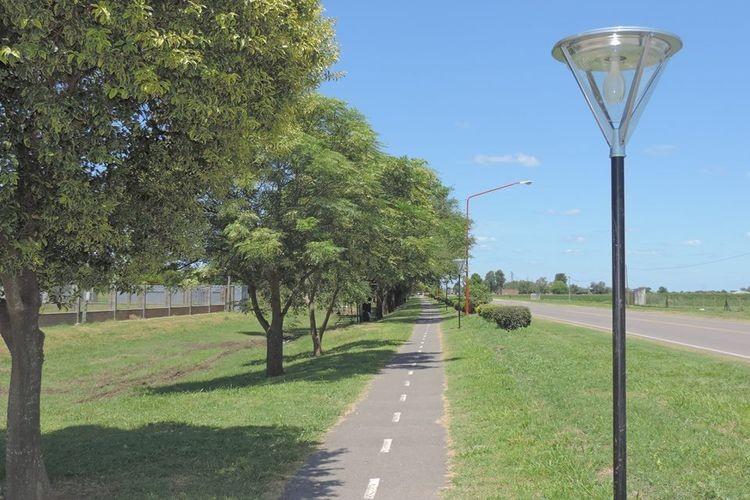 Además, se están pintando las columnas de iluminación de Ruta 6, y se comenzará en el corto plazo con la repavimentación de la calzada de la ciclovía. Foto: Comuna