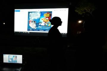 Es una película estadounidense de comedia familiar, en formato 3D, con acción en vivo, y animación por computadora, producida por Mike Elliott y dirigida por Alex Zamm, esta basada en el personaje de dibujos animados del mismo nombre creado por Walter Lantz y Ben Hardaway. La película está protagonizada por Eric Bauza como la voz del pájaro loco. Foto: Fundación Innovar